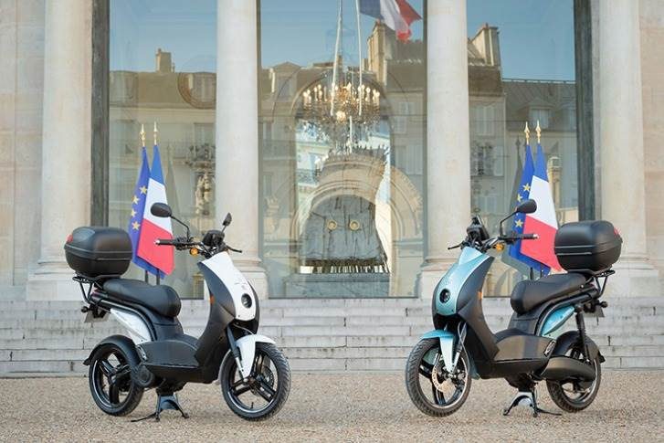 It is learnt that the two fourth-generation Peugeot e-Ludix scooters will initially be used to transport small packages and documents between the various sections of the presidential palace. (Image: Peugeot Motocycles/Twitter)