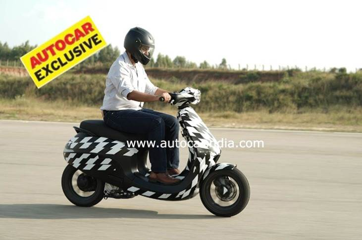 Ola scooter looks similar to Etergo's AppScooter and gets the same unusual single telescopic front suspension. It is likely India will get an updated version, albeit with changes to keep costs low.