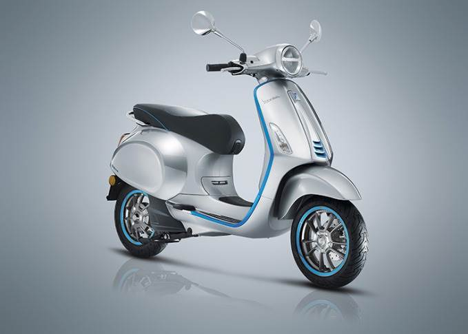 The battery provides excellent efficiency for up to 1000 full charging cycles, claims Piaggio. This translates into a range of between 50,000 and 70,000km, equivalent to 10 years of operation for a vehicle intended for urban commuting.