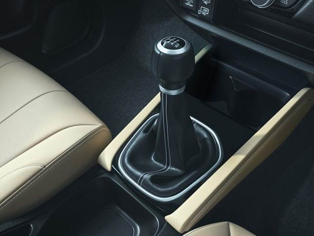 Six-speed manual transmission for the 1.5-litre petrol and diesel engines.