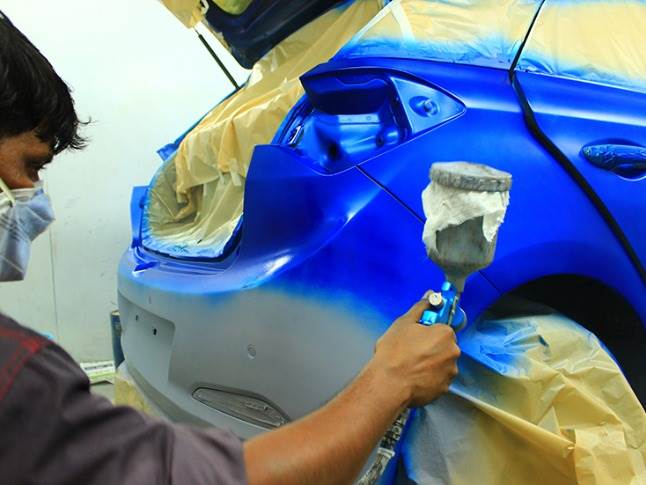 Trained bodyshop technicians work inside paint booths sourced from Wurth and Precision to deliver top-notch quality and workmanship.