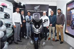 Yadvinder Singh Guleria, Senior Vice-President - Sales and Marketing, HMSI, at the handing over ceremony of the Forza 300 premium scooter.