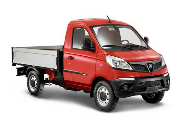 Compared with the previous vehicle,the Piaggio Porter NP6 targets a wider audience, offeringa 30% increase in the payload and configuration options.