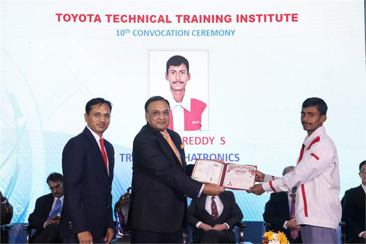 Chief guest Ajay Kumar Jain, CMD of PPAP Automotive and president, Toyota Kirloskar Suppliers' Association, conferring a degree to a graduating student.