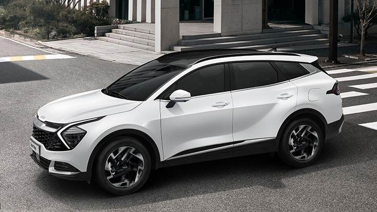 New Sportage powered by 1.6L TGDI engine with 180PS and 27.0 kgm of torque and a new R2.0-litre diesel engine with VGT which develops 186PS and 42.5kgm torque. The SUV range will also include HEV and PHEV models.