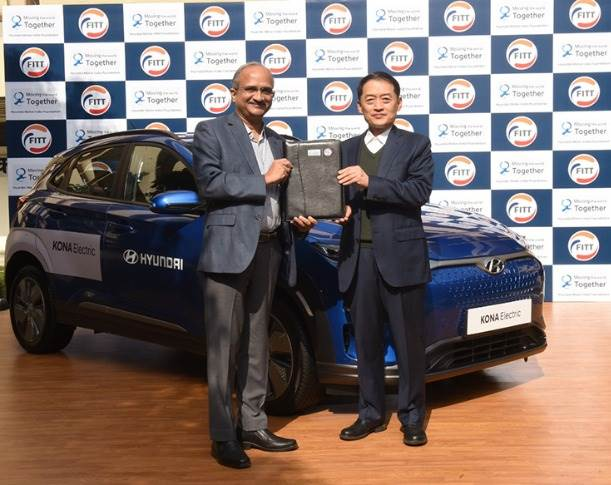 L-R: Professor V Ramgopal Rao, director, IIT Delhi and SS Kim, MD and CEO, Hyundai Motor India. Hyundai has donated a Kona EV to IIT Delhi to enable NVH and battery tech research, as well as promote research on alternative-energy powered vehicles for its students.