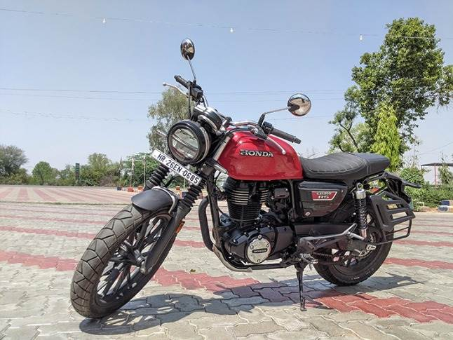 With a retro-modern design, the Honda CB 350RS strikes the right chord with the midsize bike buyer..
