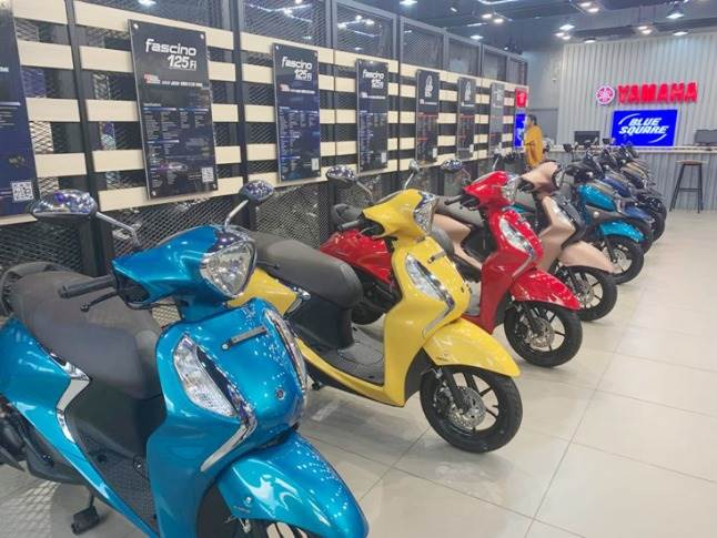 Yamaha has announced plans to set up a total of 100 Blue Square showrooms across India. The timeline though has not been revealed.