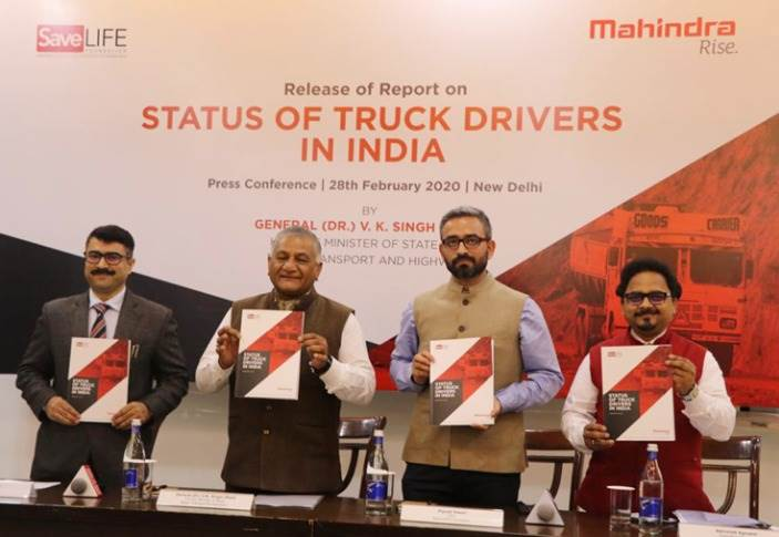 L-R: Col Ali Akhtar Jafri (Retd.), COO, SaveLIFE Foundation; Gen. (Retd) Dr VK Singh, Minister of State for Road Transport and Highways ; Piyush Tewari, CEO, SaveLIFE Foundation and Abhishek Agrawal,