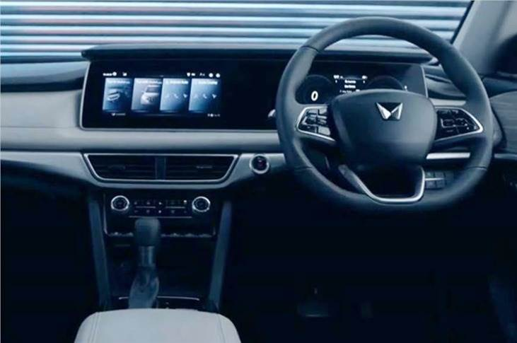 The dashboard is dominated by a dual 10.25-inch screen layout – one for the infotainment and the other for the instrument cluster – housed in a single, massive panel.