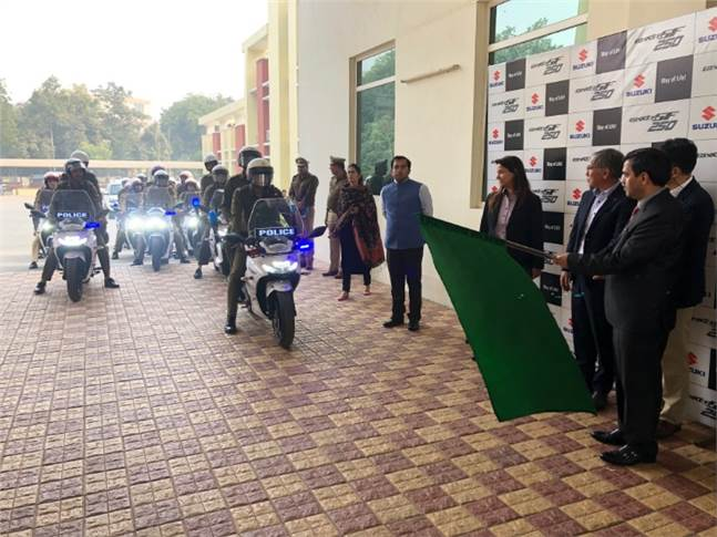 IPS Mohammed Akil, Commissioner of Police, Gurgaon flagging off the convoy of 10 Suzuki SF 250.