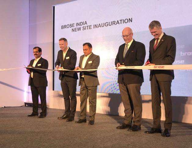 Bhalchandra Kulkarni (Brose Plant Manager Pune), Ulrich Schrickel (CEO Brose Group), Vasanth Kamath (President Brose India), Dr. Jürgen Morhard (Consul General of The Federal Republic of Germany, Mumbai) and Bernhard Steinrücke (Director General Indo-German Chamber of Commerce) at the ribbon-cutting ceremony for the new Brose location in Pune.