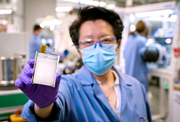To accelerate lithium metal battery commercialisation, GM announced a joint development agreement with lithium metal battery innovator SolidEnergy Systems.
