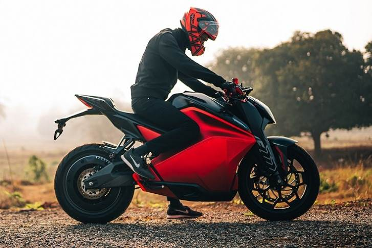 The eco-friendly motorcycle comes with remote diagnostics, OTA upgrades, regenerative braking, multiple ride modes, bike tracking, ride diagnostics and a number of other features.
