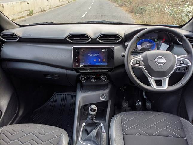 Ample storage spaces in the central console with flush-fitting infotainment and hexagonal AC vents.