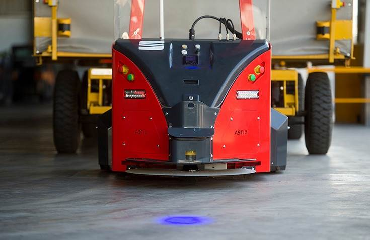 Driving safety is further enhanced by the safety aspects of the robot itself. Sensors located at the top and at ground level make it stop if it detects any object in its path.
