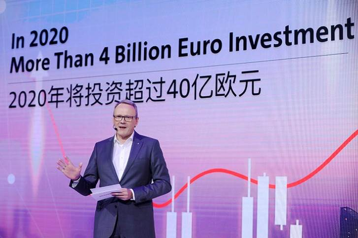 "Dr. Stephan Wöllenstein, CEO, Volkswagen Group China at the Guangzhou Auto Show: ""I am looking forward to 2020, when our local e-car production will significantly increase in scale."""