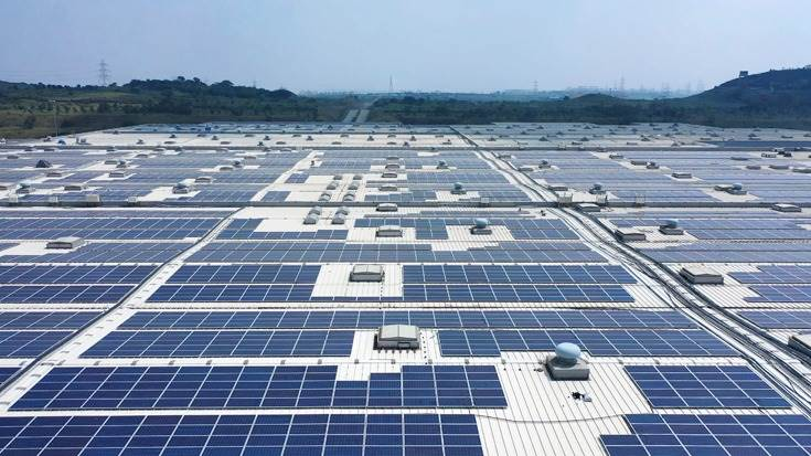 25,770 photovoltaic panels covering 63,000 square metres of roof space produce 12.2 million kWh of energy a year and help reduce CO2 emissions resulting from car production at the Chakan, Pune plant.