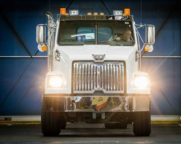 The iconic US trucks with their striking front-end design and characteristic chrome look are used in North America predominantly as special vehicles and construction site vehicles in the vocational trucks segment.