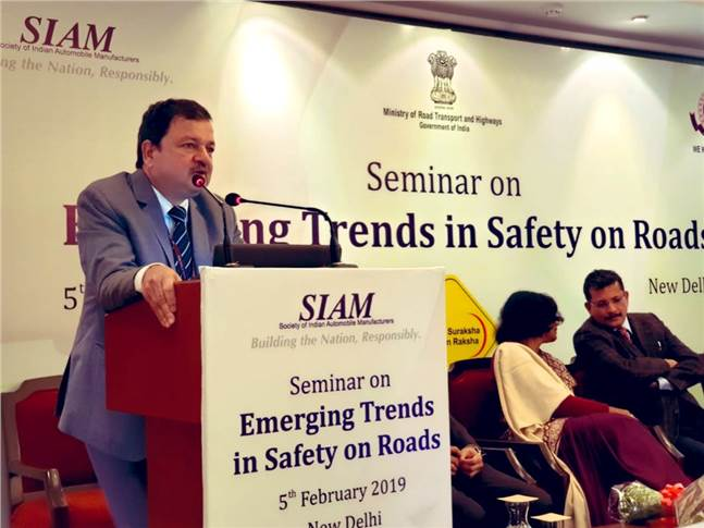 Abhay Damle, joint secretary, MoRTH, government of India congratulated SIAM for announcing 2019-2020 as National Road Safety Year.