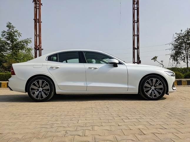 The S60 exudes understated elegance with clean lines and sublte accents on its bodywork.