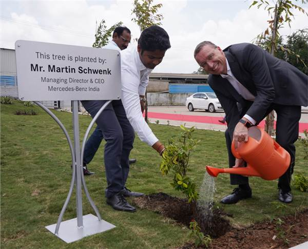 Martin Schwenk plants a sapling at the new facility, which is Mercedes-Benz' 15th service facility in Maharashtra and the 32nd outlet in West India.