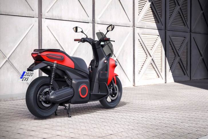 The fully electric scooter reaches a top speed of 100kph, enough to accelerate to 50kph in just 3.8 seconds.