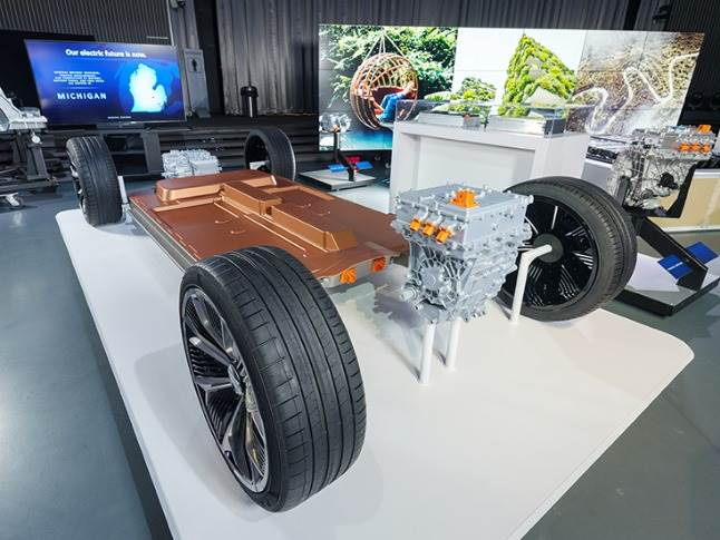 Ultium-powered EVs are designed for Level 2 and DC fast charging. Most will have 400-volt battery packs and up to 200kW fast-charging capability while the truck platform will have 800-volt battery packs and 350 kW fast-charging capability.