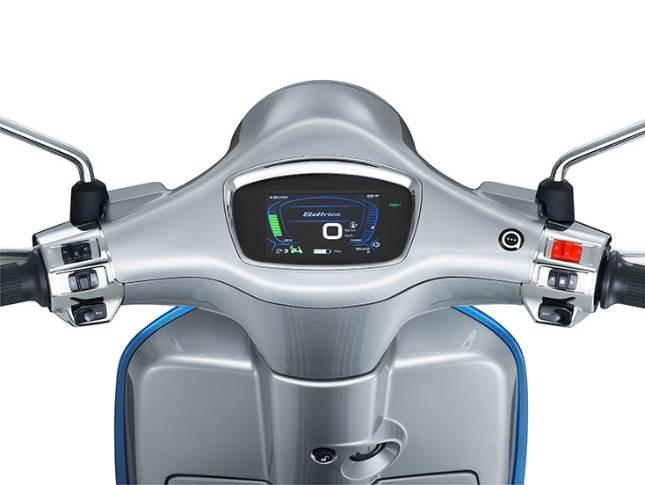 Even after the thousand charging cycles, the battery still maintains 80% of its capacity, claims Piaggio.