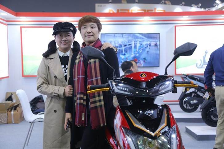 Lana Zou, Chief Operating Officer, Dao EVTech (on the right) with the e-scooters displayed at the EV Expo in New Delhi.