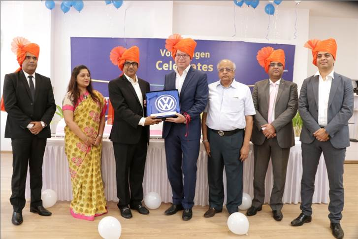 Steffen Knapp, MD, Volkswagen Passenger Cars India awards Manish Dhoot, MD, Dhoot Motors on the 10 years of association with Volkswagen India.