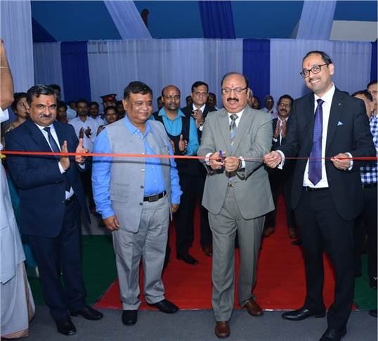 Ribbon cutting ceremony  (R to L) - Santosh Iyer – vice president-customer services, retails training & corporate affairs, Mercedes-Benz India; Mahesh Munjal, MD, Majestic Auto