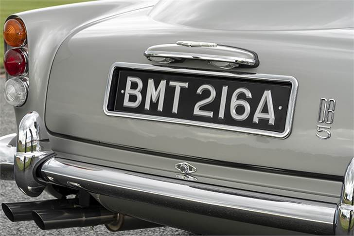 Revolving number plates front and rear (triple plates)