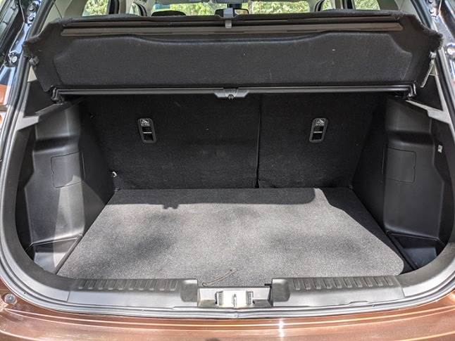 328-litre boot is well designed to accommodate weekend luggage of a small familly.