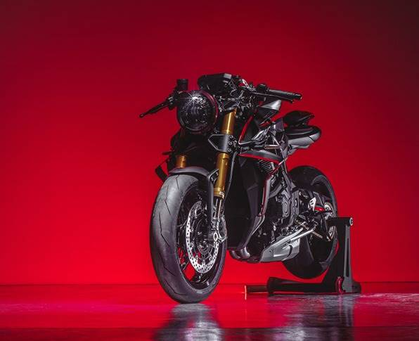 """Mean-looking Rush 1000, with its 4-inline-cylinder engine, 208hp (212hp with the Racing Kit) and a top speed of over 300kph, targeted at """"those who do not fear to stand out from the crowd""""."""