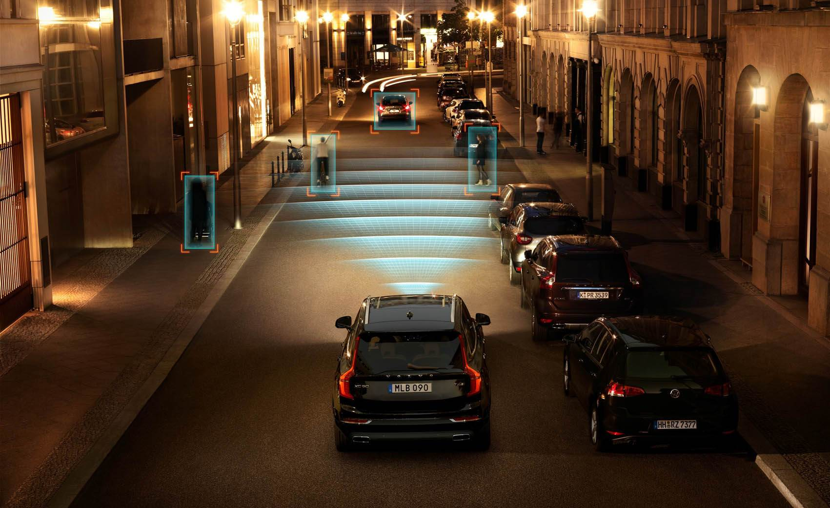 150050-the-all-new-volvo-xc90-city-safety-in-darkness
