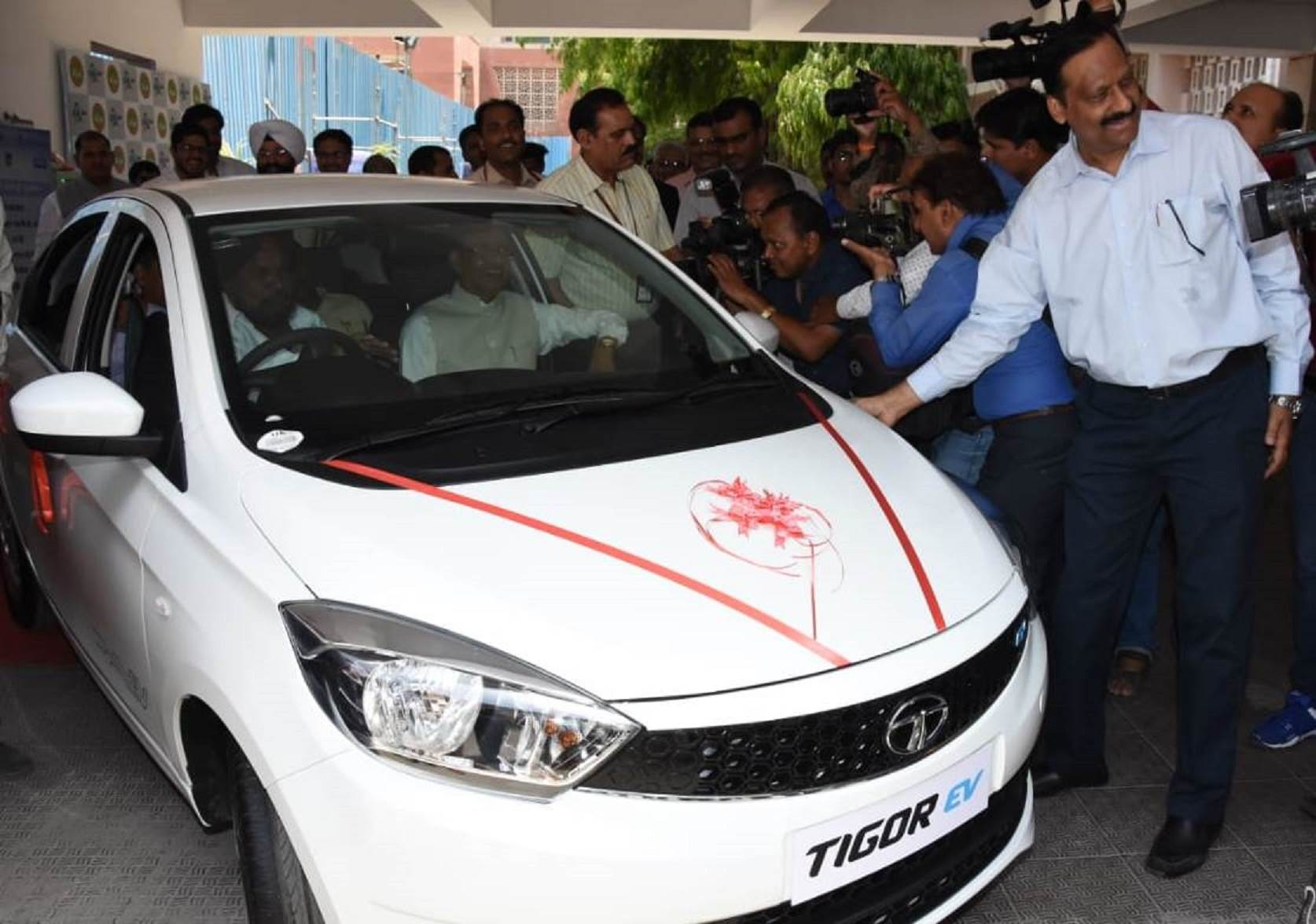 cm-shivraj-singh-chouhan-takes-a-ride-in-the-new-tata-tigor-ev