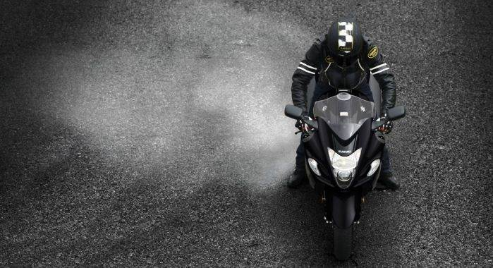 gsx1300ral7-action-1