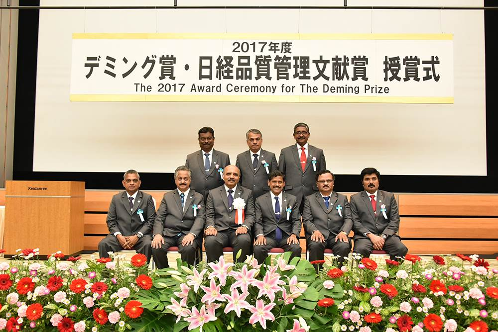 image-1-ashok-leyland-team-at-the-2017-award-ceremony-of-the-deming-prize-in-japan