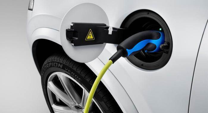 150841-the-all-new-volvo-xc90-charging