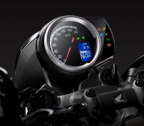 The analogue-digital instrument cluster works in tandem with Honda