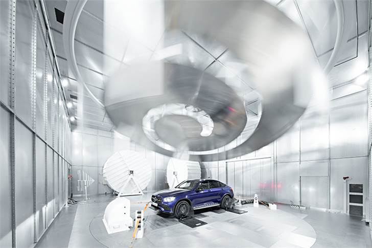 Reverberation chamber allows interference immunity measurements to be conducted efficiently. Self-driving vehicles to be comprehensively tested for immunity to electromagnetic interference.