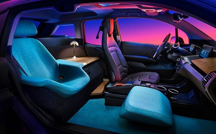 A standard BMW i3 underwent a complete transformation, with only the driver's seat and dashboard left untouched. The aim is to create an inviting space with a high feel-good factor