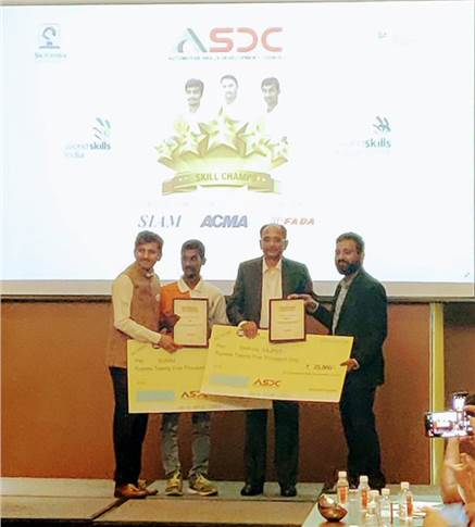 Hella Lighting India MD Ramashankar Pandey, Vishnu Mathur and Dhaval Rajput honour Suraj for bagging the Medallion of Excellence in the Autobody repairs category at the ASDC Governing Council Meeeting
