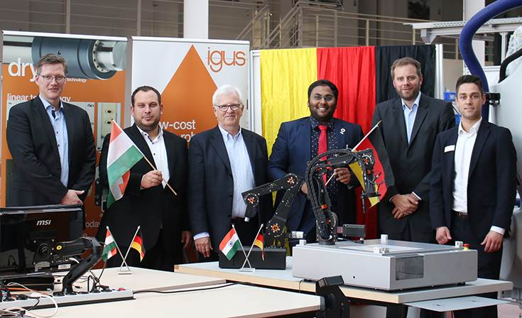 L-R: Dr. Christian Meyer from Commonplace Robotics, igus