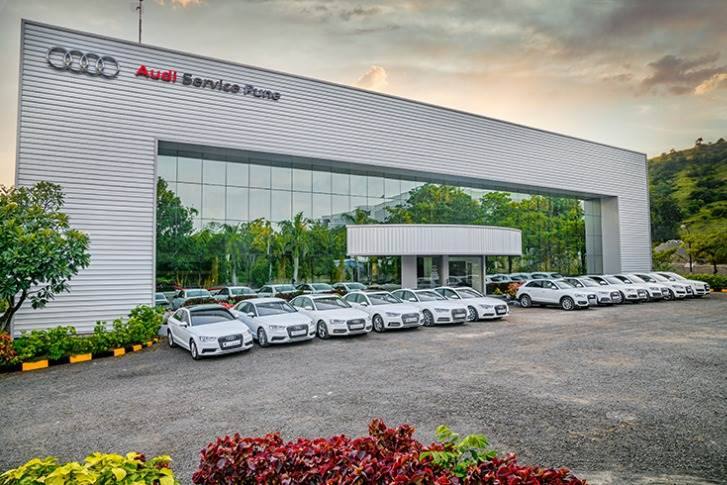 Audi Service Pune houses 12 work bays for mechanical jobs and 7 work bays for body repair jobs. It also has a paint booth, wheel alignment and balancing bay.