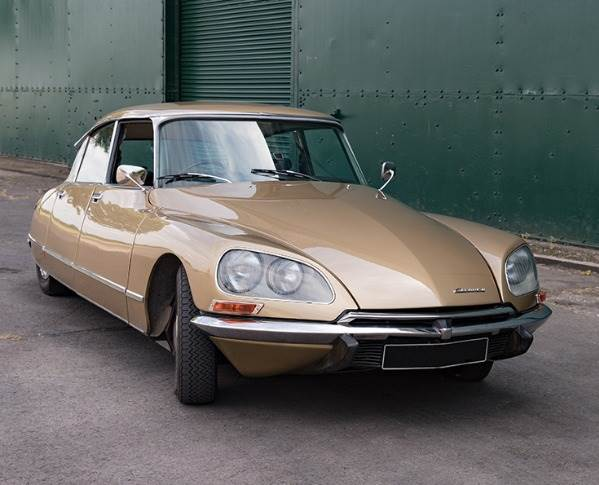 One of the DS's defining features is its hydro-pneumatic suspension system, which enables it to self-level, and is responsible for the car's famously plush ride quality. Electrogenic says its silent electric pump delivers a more sophisticated ride than the original.