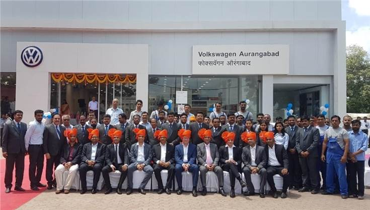 The entire team of Volkswagen Passenger Cars and Dhoot Motors at the newly inaugurated Volkswagen Aurangabad showroom.