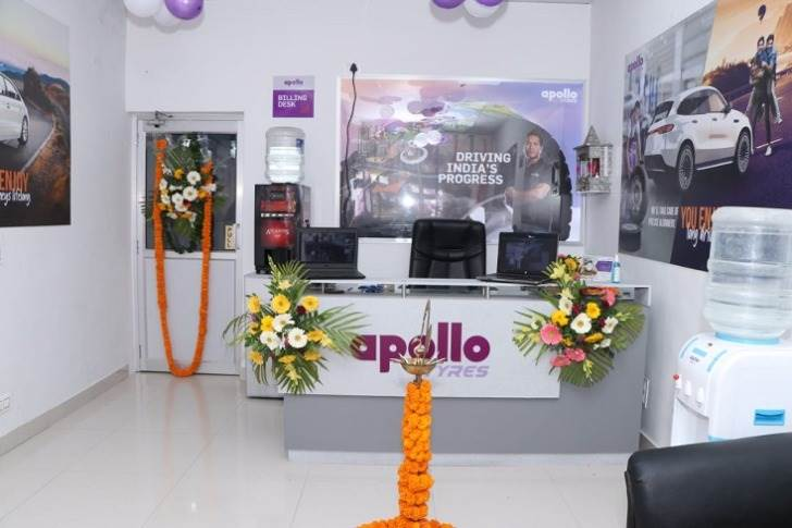 The Apollo Tyres' Service Centre is equipped with the state-of-the-art facilities and services including computerised wheel alignment, automatic tyre changer, wheel balancing machine, nitrogen gas inflator, specialised two wheeler tyre changer and balancer, mushroom plug for tubeless tyre puncture repair, facility for run-flat tyres, and a PUC machine.