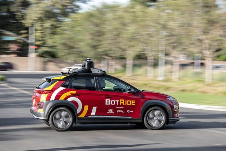 BotRide Kona can identify the precise position of surrounding vehicles, handle pedestrian traffic in urban areas, accurately monitor surroundings, predict behaviour of other road users and plan action